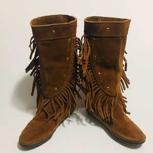 New Minnetonka Fringed Suede Boots - Size 7